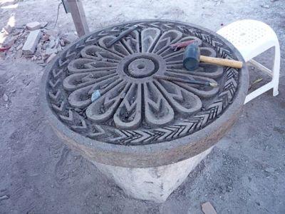 Carving a rose, Escolastica, Cantera