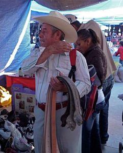 Iguana belt seller