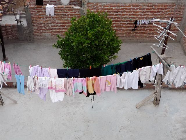People still hang out their laundry here