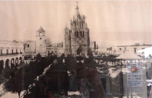 The Parroquia and tower and the Jardin with ficus trees before they were trimmed into circles